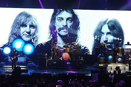 rush rock and roll hall of fame induction ceremony acceptance performance videos. Black Bedroom Furniture Sets. Home Design Ideas