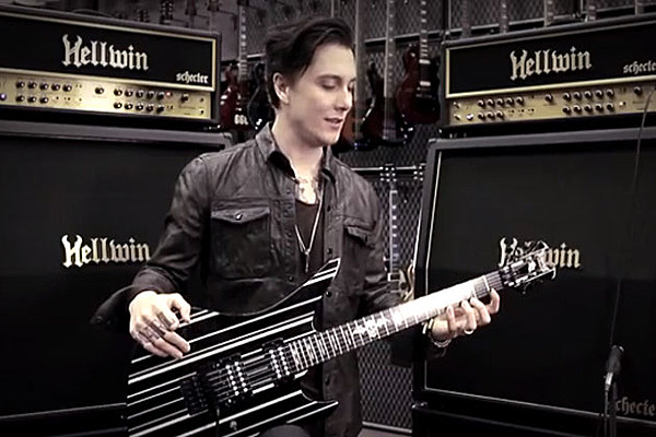 Avenged Sevenfold S Synyster Gates Offers Guitar Master